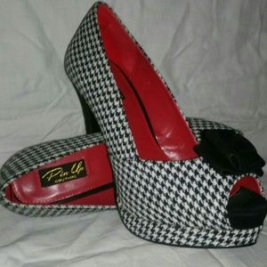 Women's Bella Heels by Pinup Couture (Houndstooth)